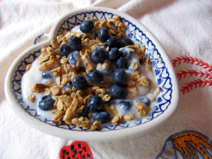 Simple and delish: blueberries and granola