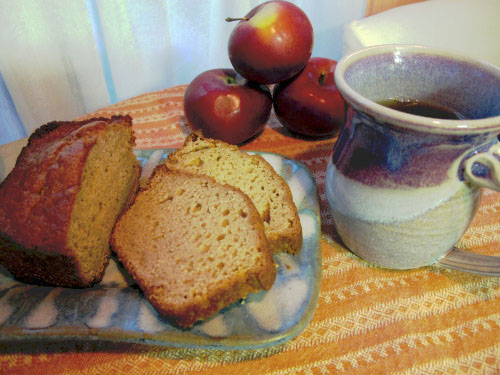 The Mountain View Inn's Applesauce Nut Bread (without the nuts)